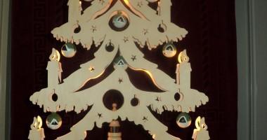 kerstboom groot met 4 koorknapen